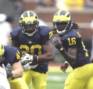 Shaw and Robinson face the nation's 20th-ranked run defense (photo by the Detroit Free Press)