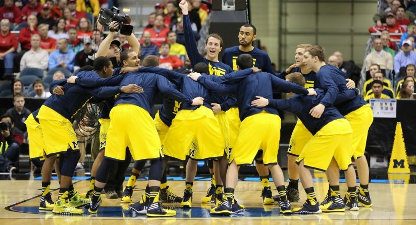 Michigan huddle vs Texas