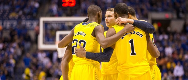 Michigan huddle vs UK