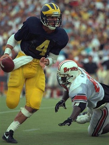 Jim Harbaugh led Michigan to a 31-12 win over Oregon State in 1986